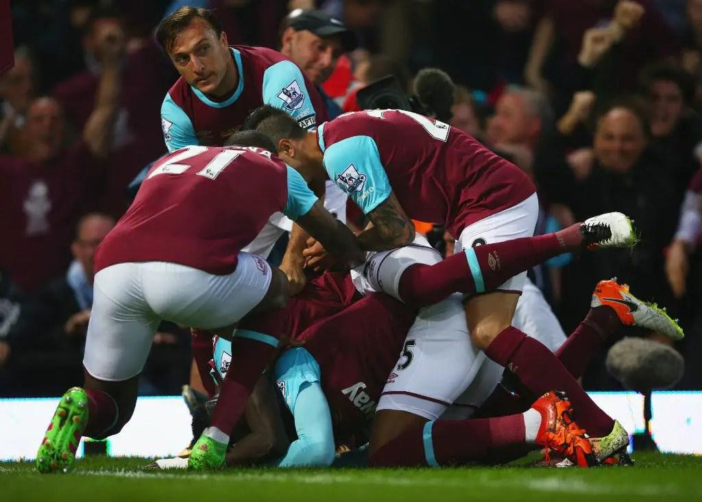 West Ham Close Upton Park With Man United Win