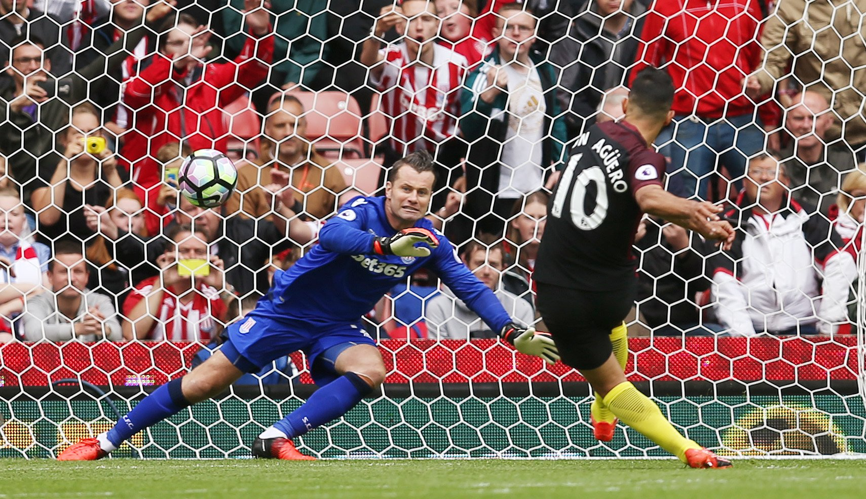Iheanacho Shines, Aguero Bags Brace As Man City Outclass Stoke