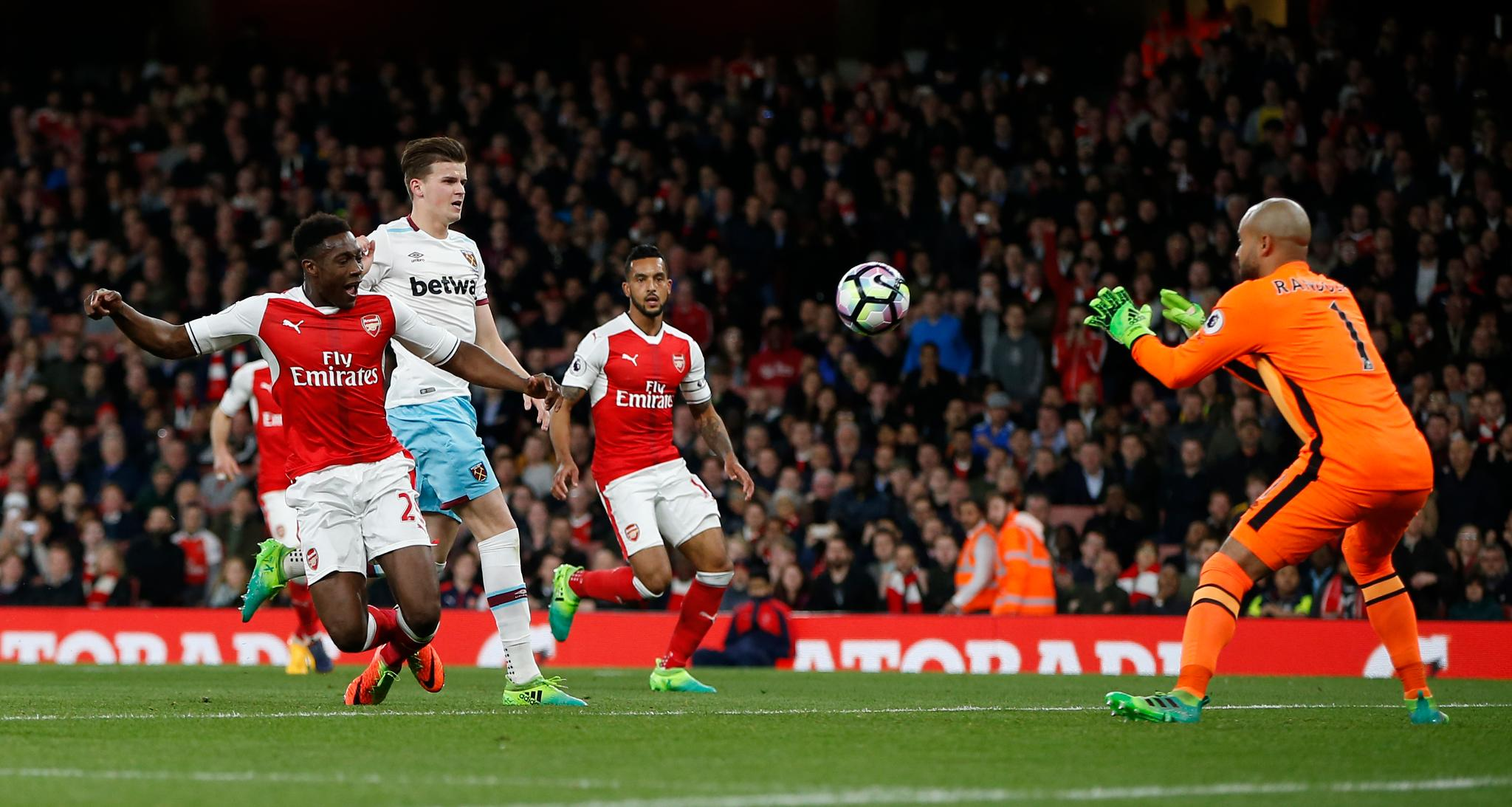 Iwobi Benched As Arsenal Thrash West Ham; Spurs Keep Up Chelsea Chase