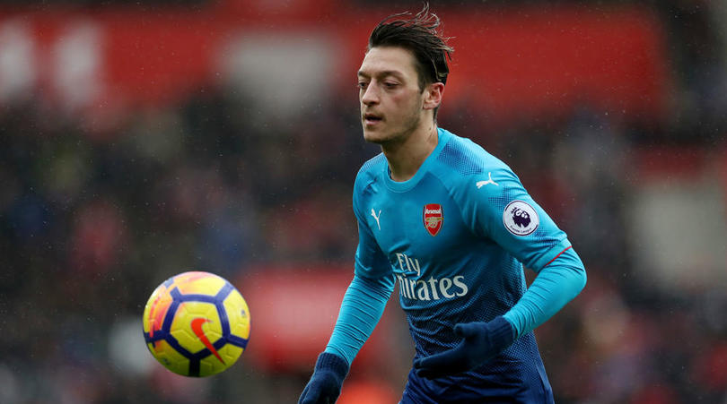 Wenger Deny Manchester United Approach For Mesut Ozil