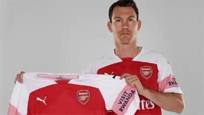 Lichtsteiner Joins Arsenal From Juventus