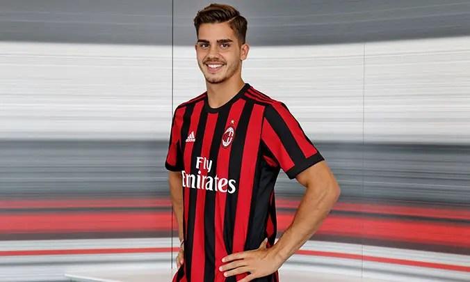 Sevilla Expecting Silva Stay