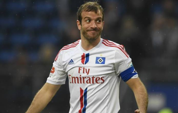 Van der Vaart Announces Retirement