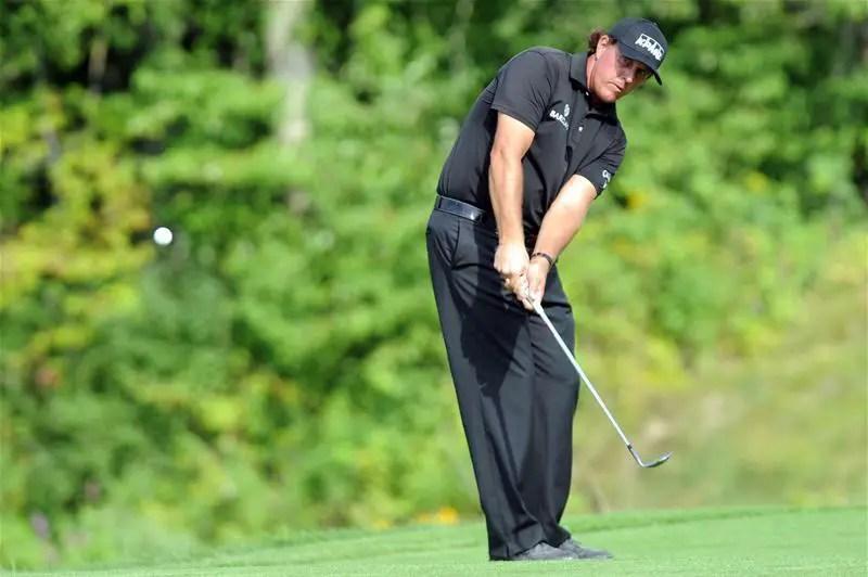 Mickelson Overcomes Woods In Vegas Showdown