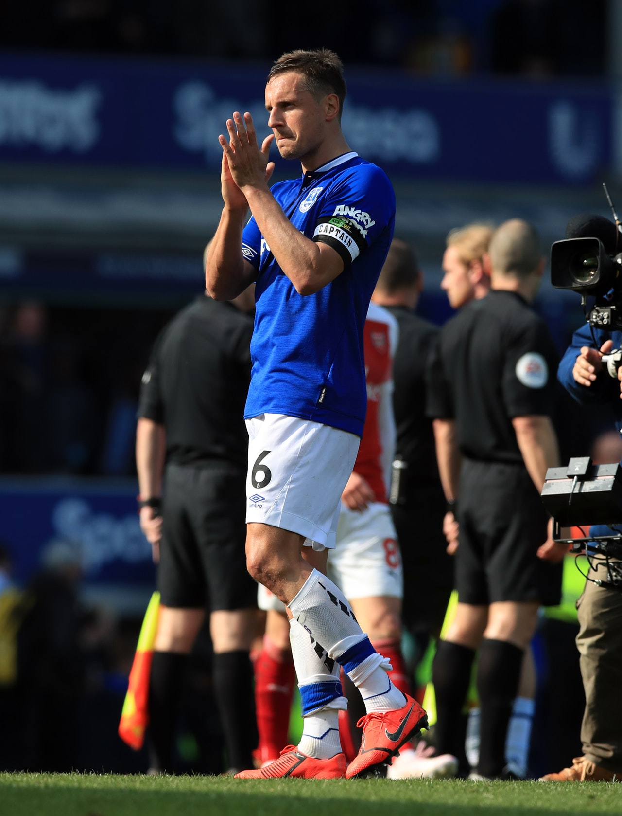 Fans Decide On Who Gets Welcomed Back As Jags Returns To Everton