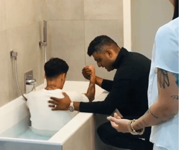 Coutinho Gets Baptized In his Bathtub