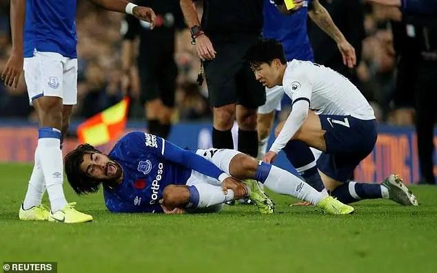 Everton's Gomes Suffers Horrific Injury Against Tottenham (Images)