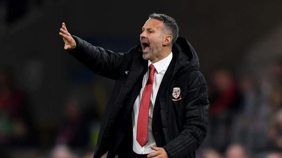 Giggs Urges Man United To Sign A New Striker