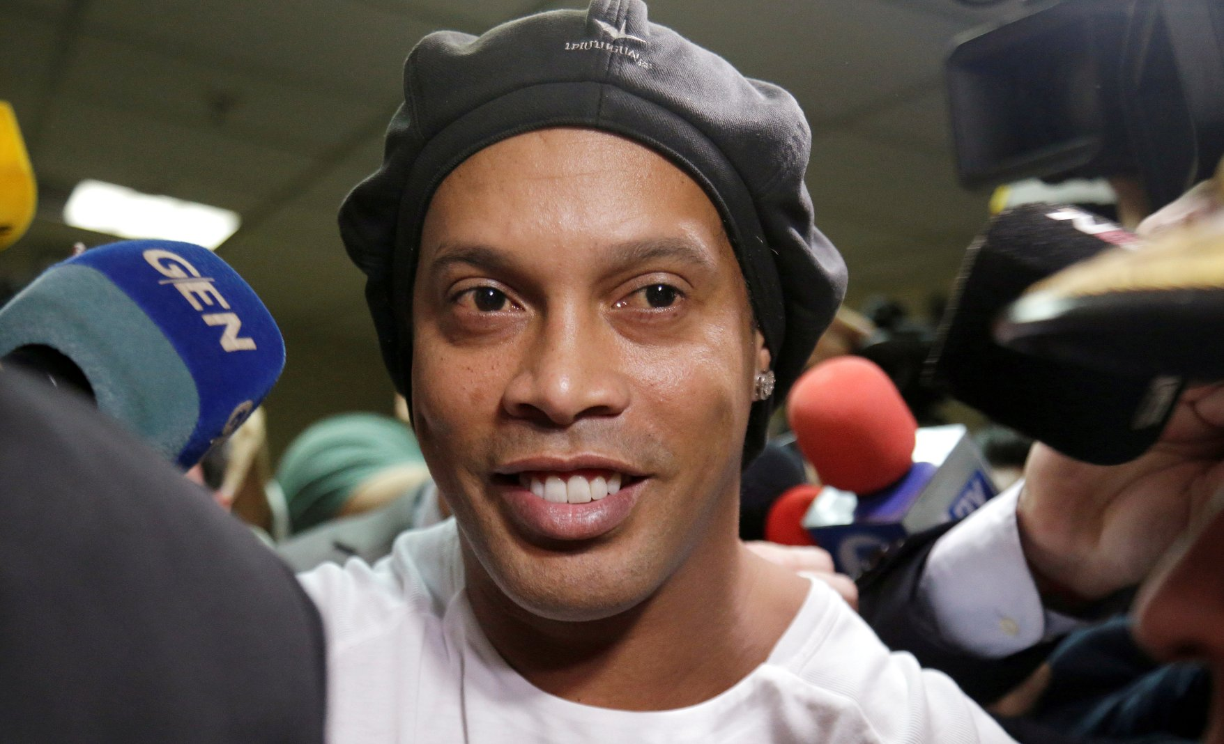 Ronaldinho Considers Coming Out Of Retirement To Play Under Maradona