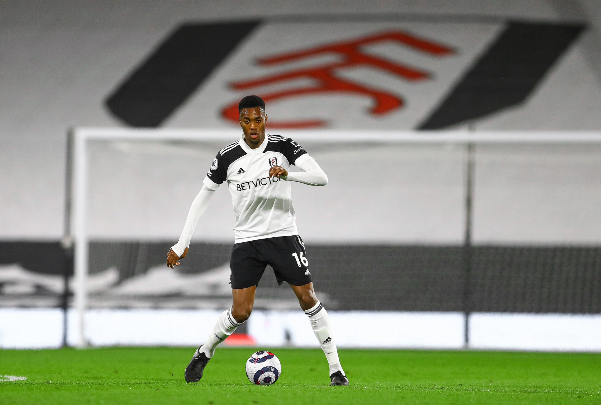 Adarabioyo's Own Goal Condemns Fulham To Home Defeat Vs Spurs; Iwobi In Action, Ajayi Benched As Everton Beat West Brom