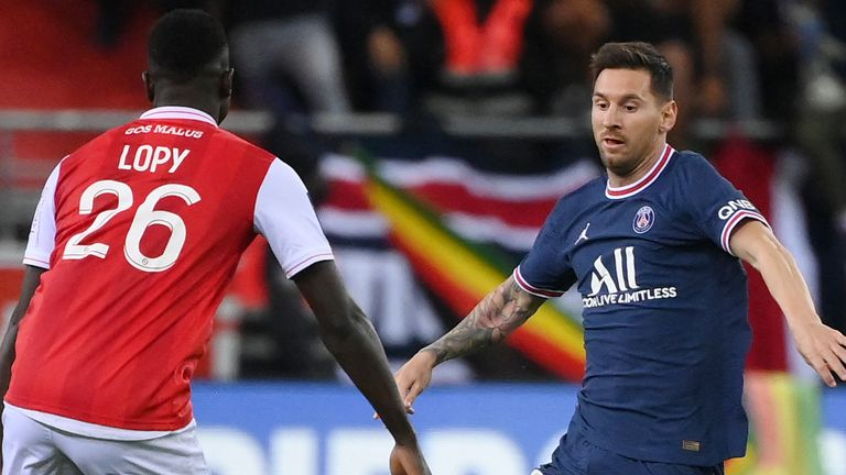 Messi Will Cope With PSG Pressure -Pique