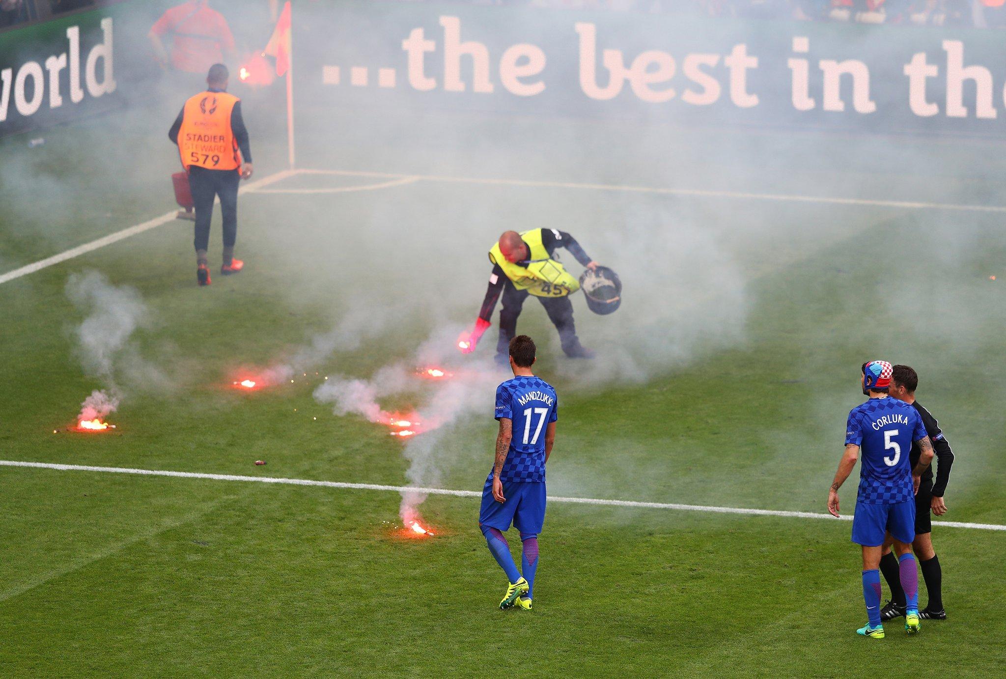 Crowd Trouble Mars Czech Comeback Draw With Croatia