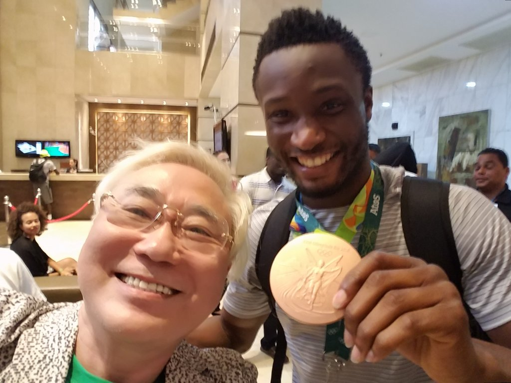 Chelsea Celebrate Mikel's Rio 2016 Bronze Medal