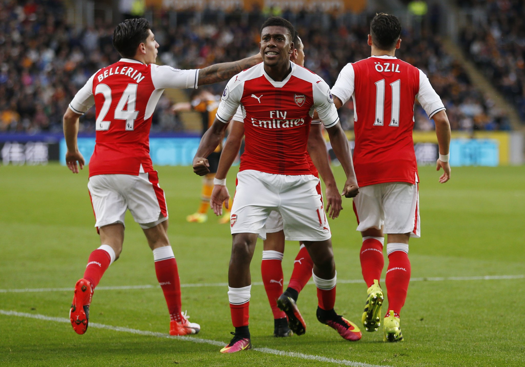 Iwobi: Ozil Hardly Speaks To Me But Gives Me Advice