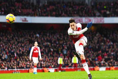 'Serious problem' with Luiz's knee - Conte