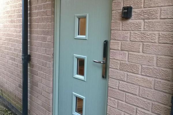 Chartwell-Green-4-Square-Global-Composite-Door 2