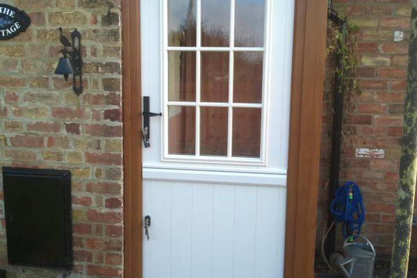 Cream Flint Beeston GB Stable Door