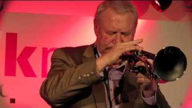 Photo of Toni Maier demonstrating daCarbo Carbon Fibre Trumpet