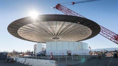 """Photo of Apple Installs Carbon Fibre Roof on New """"Theatre"""" Building"""