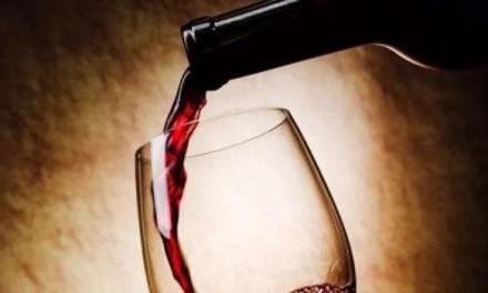 Científicos modifican levadura para evitar resaca al beber vino