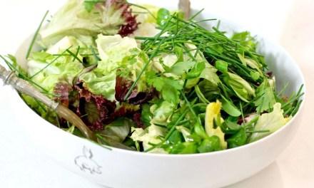 Ensalada verde con vinagreta de kefir y lima