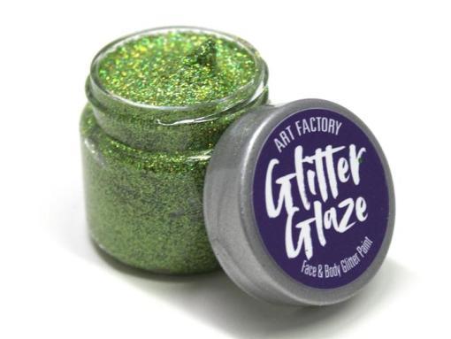 Los brillos de Art Factory se pueden aplicar sobre pintura facial húmeda o adherirse a la piel con un adhesivo seguro para la piel como pegamento o gel de brillo cosmético. Productos como Global Body Art Gunky Glitter Gel Base, Ybody Washable Glue o Ben Nye Glitter Glue se pueden usar con estos brillos finos si desea que el brillo permanezca encendido todo el día. Glitter Glaze Face & Body Glitter Paint - Green