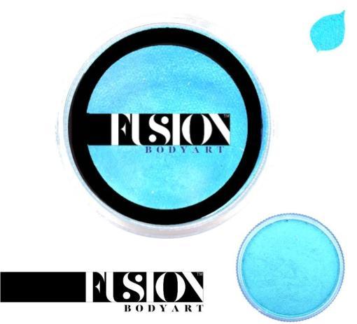 Fusion Body Art Pearl Winter Blue es realmente un color único que ninguna otra marca puede igualar. Con una mezcla de tonos azul perla y verde, este color es perfecto para diseños inspirados en pavos reales, Mardi Gras e incluso diseños de sirenas.  Las posibilidades son infinitas con Fusion Body Art Pearl Winter Blue, ya que cambia de color según la forma en que la luz lo toque, este es un verdadero color de pintura facial de doble tono. Aplique en capas finas para evitar movimientos súper gruesos que podrían agrietarse cuando se secan. Los Fusion Body Art Face Paints son excelentes para los pintores y cosplayers profesionales, así como para los artistas principiantes y padres que necesitan un producto de pintura facial de alta calidad pero a precio accesible para una fiesta o simplemente por diversión. Face Paint - Pearl Winter Blue