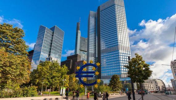 Il quantitative easing è uno strumento di politica monetaria espansiva che aiuta a rilanciare un'economia in ristagno. Ma come funziona esattamente?