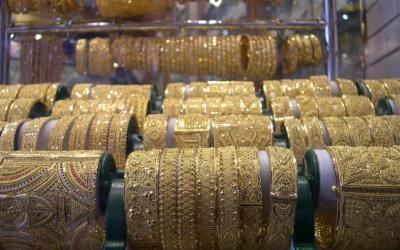 Ecco il motivo per cui le persone ricche indossano gioielli falsi