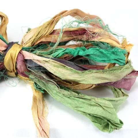 Ruban de soie de sari vert beige pour couture, artisanat, art textile, création de bijoux