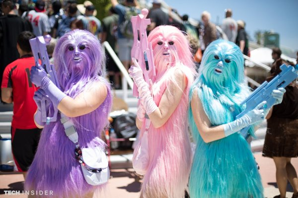 these-glam-chewbacca-cosplayers-made-their-costumes-out-of-wig-hair-they-look-ready-to-party