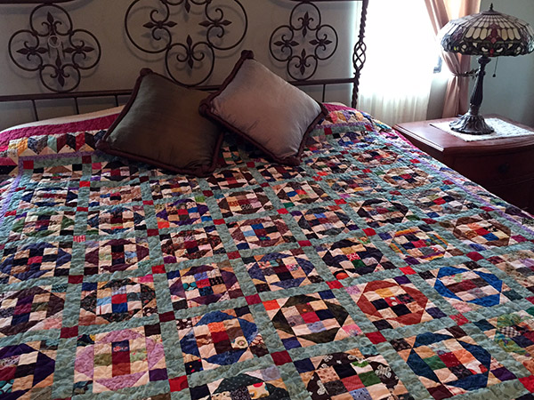 Colorful quilt on the bed