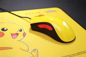 Razer 寶可夢皮卡丘聯名限定款滑鼠/滑鼠墊組開箱!尾巴圖案會發亮喔