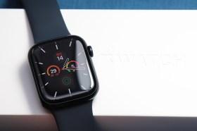 Apple Watch Series 7 LTE 午夜色與藍色版搶先開箱!與第六代比較看這篇