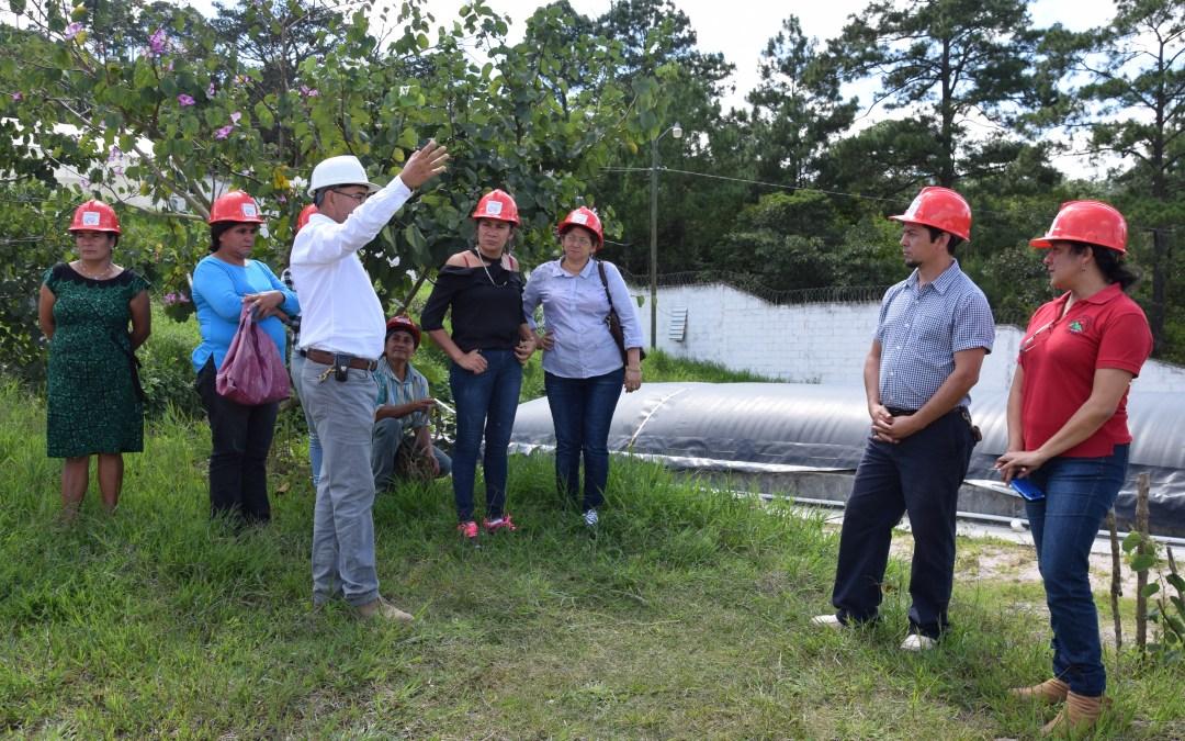 Un grupo de productoras de Intibucá realizan gira en COMSA