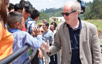 El vicepresidente para América Latina del Banco Mundial conoce el Modelo Educativo de COMSA