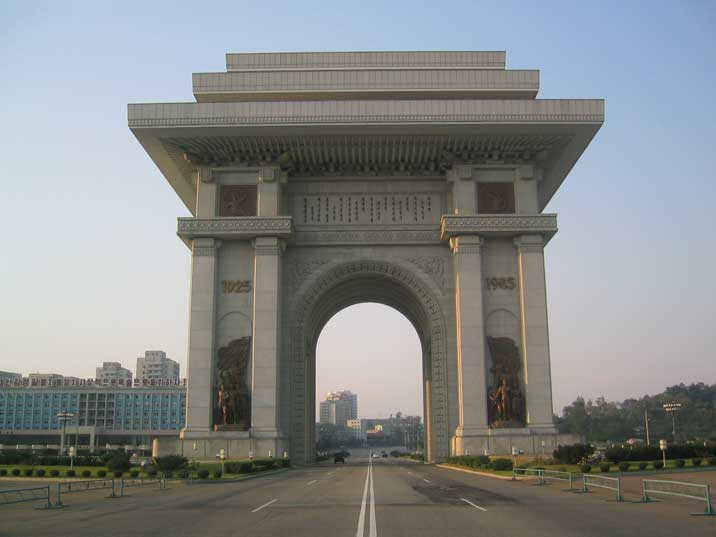 https://i0.wp.com/www.comtourist.com/images/large/north-korea-04/pyongyang-arch-of-triumph-01.jpg