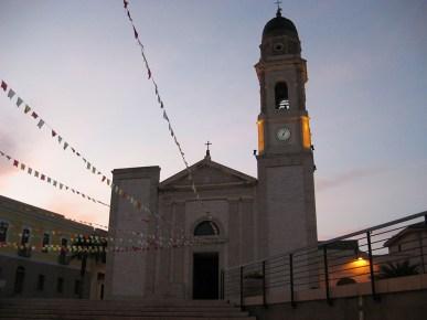La parrocchiale, consacrata a Santa Barbara