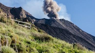 """Photo of Forte esplosione """"maggiore"""" sullo Stromboli, tra i vulcani più attivi al mondo"""