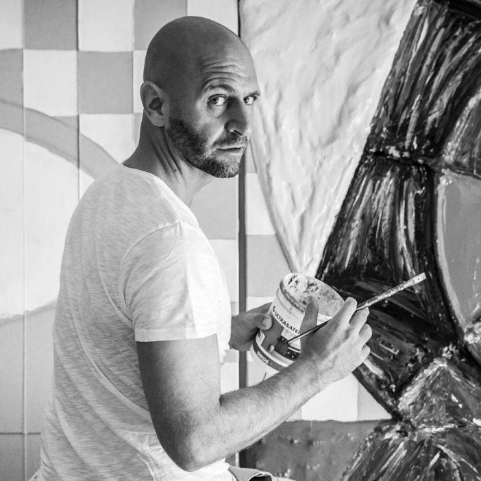 L'artista Cesare Catania, pittore e scultore