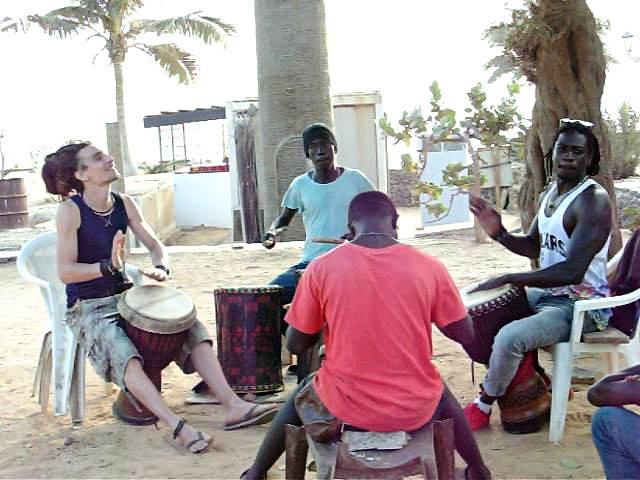È Michele Tiberi il primo italiano diplomato all'accademia di percussioni africane di Dakar