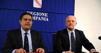I Governatori Giovanni Toti e Vincenzo De Luca durante l'accordo sull'economia del mare