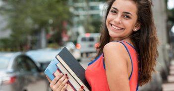 studentessa, studente, teenager con libro in mano