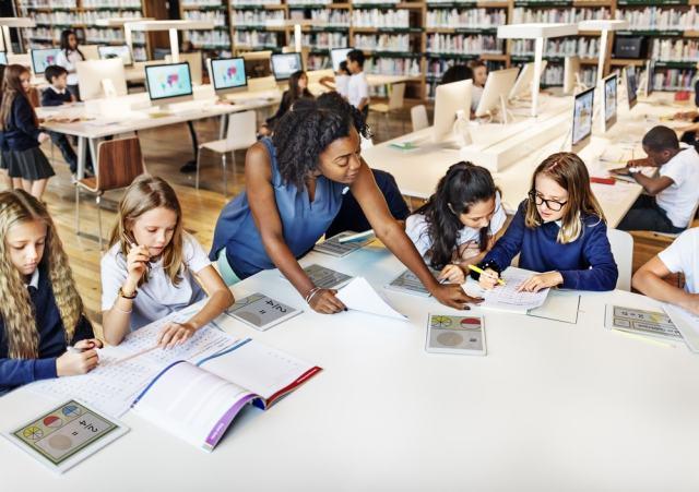La biblioteca escolar conecta a los alumnos con la información, tecnología y aprendizaje