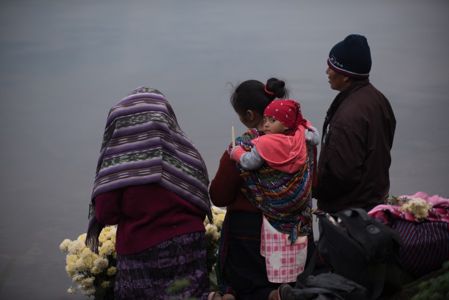 A family prays at the shore of lake Chicabal. Photo: Santiago Billy/Comvite