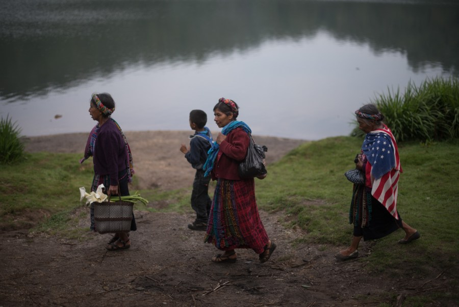 Women at the shores of lake Chicabal, on the dormant volcano of Chicabal, Quetzaltenango, Guatemala. Photo: Santiago Billy/Comvite