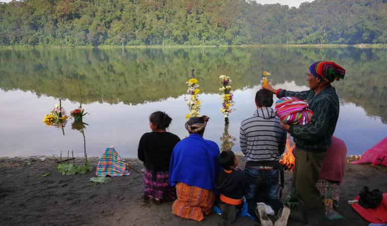 A family of worshipers during a clensing ceremony on the shores of Lake Chicabal. Photo: Santiago Billy/Comvite