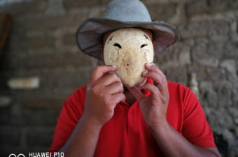 Jesus Iboy, 37, tries a mask he is making to feel the fit. Photo: Santiago Billy/Comvite