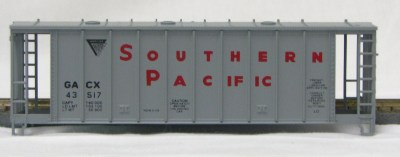 HO 2600 Cu Ft Airslide Covered Hopper (Kit) Southern Pacific (1960's) (01-9704)