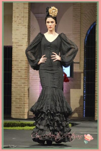 Traje de flamenca negro de Angeles Copete
